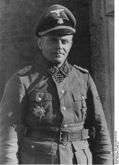 """SS-Standartenführer Heinz Harmel , - SS-Brigadeführer und Generalmajor der Waffen-SS""""."""