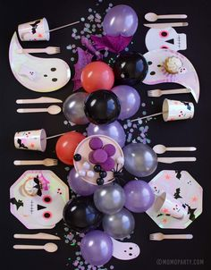 A not-so-spooky Halloween tablescape with adorable Halloween party goods. Check out Momo Party's Halloween Collection for more decoration ideas! Halloween Birthday, Holidays Halloween, Baby Halloween, Spooky Halloween, 5th Birthday, Birthday Ideas, Halloween House, Halloween Icons, Halloween Themes