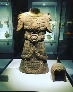Cina, museo delle ceramiche,Pechino. Armatura guerriero..
