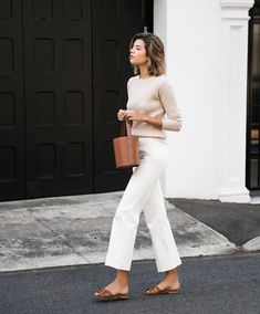 58 Minimalist Outfit Ideas For Fall 2018 - Herren- und Damenmode - Kleidung Mode Outfits, Jean Outfits, Casual Outfits, Outfit Jeans, White Pants Outfit, Casual White Jeans Outfit Summer, Casual Friday Summer, White Culottes Outfit, Wide Leg Pants Outfit Summer