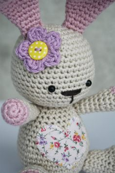 Free amigurumi pattern for beginners. Funny Bunny gives a nice overview of amigurumi basics – single crochet, increasing and decreasing. Easy Crochet Projects, Easy Crochet Patterns, Amigurumi Patterns, Amigurumi Doll, Crochet Rabbit, Crochet Bunny, Crochet Dolls, Free Crochet, Easter Crochet