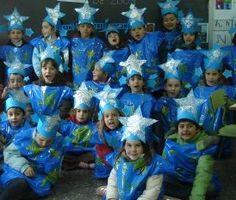 Estrelles (bossa de brossa blava amb corona d'estrella feta de cartolina).