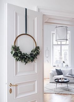 The advent wreath gets a Scandinavian upgrade - sooo nice! - Decorative trend: Scandinavian Christmas wreaths to make yourself # Scandinavian Advent wreath - Noel Christmas, Christmas Wreaths, Christmas Decorations, Xmas, Holiday Decorating, Decorating Ideas, Advent Wreaths, Christmas Arrangements, Decor Ideas