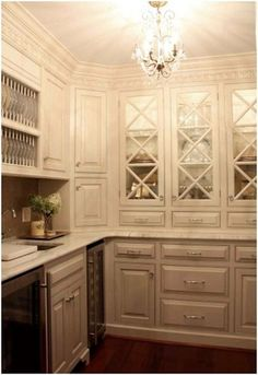 Gorgeous butler's pantry!