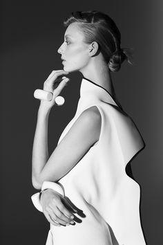Sculptural Fashion - elegant minimalist dress with bold silhouette // Ph. Lara Kiosses