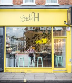 Little H: Cali-style smoothie & snack bar in Fulham - perfect for protein shakes and porridge post-pilates! Bar Deco, Deco Cafe, Small Coffee Shop, Coffee Shop Design, Cute Coffee Shop, Coffee Shop Logo, Cozy Coffee, Coffee Scrub, Iced Coffee