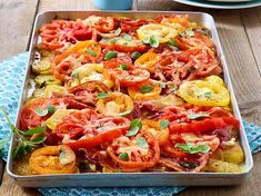 Kartoffel-Tomaten-Auflauf Our popular recipe for potato and tomato casserole and over more free recipes on LECKER. Potato Recipes, Veggie Recipes, Vegetarian Recipes, Chicken Recipes, Healthy Recipes, Free Recipes, Nutritious Meals, Popular Recipes, Eating Habits
