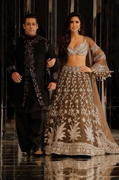 Salman Khan, Katrina Kaif at Red Carpet for Manish Malhotra new collection Haute Couture on Aug 2018 Bollywood Celebrities, Bollywood Fashion, Bollywood Actors, Sonam Kapoor, Deepika Padukone, Indian Dresses, Indian Outfits, Indian Clothes, Manish Malhotra Lehenga