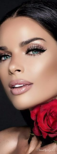 Patience Silva At Sexy Lips * Lovely Eyes, Stunning Eyes, Beautiful Lips, Pretty Eyes, Cool Eyes, Gorgeous Women, Beautiful Clothes, Beauty Makeup, Hair Makeup