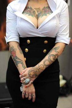 A true blue pin up girl Sweet Tattoos, Love Tattoos, Beautiful Tattoos, Body Art Tattoos, Tattoo Ink, Female Tattoos, Moda Rockabilly, Rockabilly Fashion, Tattoo Girls