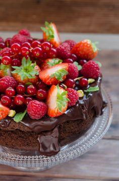 Tort cu ciocolata fara faina, fara zahar - Din secretele bucătăriei chinezești Low Carb Chocolate Cake, Sugar Free Desserts, Healthy Sweets, Healthy Nutrition, Raspberry, Cheesecake, Deserts, Good Food, Cooking