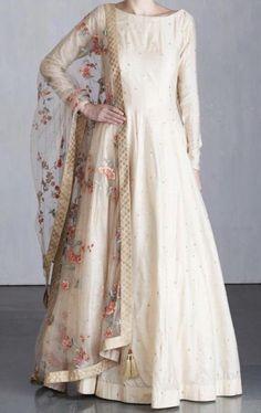 Beautiful Pakistani Dresses, Pakistani Formal Dresses, Indian Gowns Dresses, Indian Fashion Dresses, Dress Indian Style, Pakistani Dress Design, Indian Designer Outfits, Designer Dresses, Pakistani Clothing