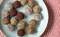 Essen mit Kindern – Rezepte: Stillkugeln. Leicht verdauliche Stillkugeln für Mütter, aber auch alle anderen Süßspeisen-Liebhaber. Eignet sich bestens als schneller Energie-Lieferant für unterwegs.