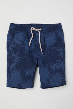 Shorts in patterned cotton twill with an adjustable elasticated drawstring waist, zip fly and button, side pockets and welt back pockets with a button. Bermudas Shorts, Boy Shorts, Nike Outfits, Boy Outfits, Billabong, Fashion Pants, Mens Fashion, Girl Fashion, Streetwear Shorts