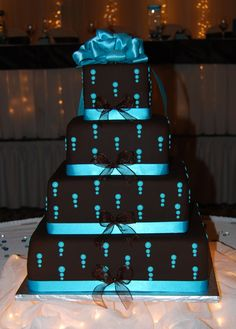 Very cool looking! By Wedding Cake Connection