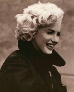 Marilyn Monroe Hairstyles Who Really Made Norma Jean Into Marilyn Monroe? Marylin Monroe, Marilyn Monroe Photos, Joe Dimaggio, Meryl Streep, Mazzy Star, Divas, Imperfection Is Beauty, Norma Jeane, James Dean