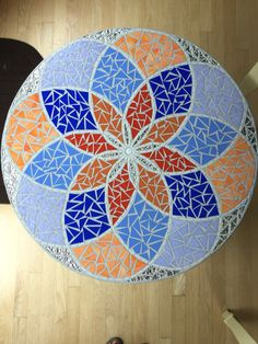 Glass on glass. Mosaic Ideas, Mosaic Patterns, Mosaic Art, Mosaic Glass, Mosaic Pieces, Diy And Crafts, Projects To Try, Exterior, Decor Ideas