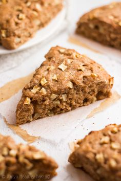 Healthy Apple Pie Scones -- just 140 calories + nearly 5g of protein! These…