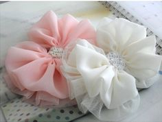 Discover thousands of images about Hairbows Diy Hair Bows, Making Hair Bows, Ribbon Hair Bows, Diy Bow, Diy Ribbon, How To Make Headbands, How To Make Bows, Bow Tutorial, Flower Tutorial