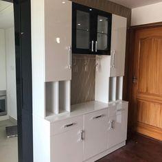 No photo description available. Kitchen Wall Units, Kitchen Cupboard Designs, Kitchen Room Design, Dining Room Design, Kitchen Decor, Kitchen Small, Kitchen Cupboards, Kitchen Storage, Kitchen Dining