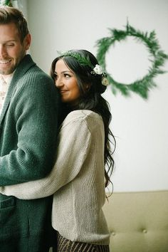 This winter engagement photo idea is so cute + cozy.