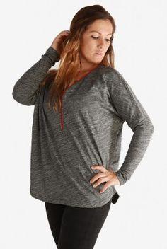 Camiseta lactancia y embarazo Plush, última XL. #Camiseta oversize de #premamá y #lactancia en tejido de #flamé. En color #gris vigoré oscuro. Con cremallera roja en #escote. Una combinación fina y muy #cómoda para #amamantar. Descúbrela en: www.tetatet.es Envíos internacionales #nursing #comfortable #shirt #gray Find out at: www.tetatet.es International deliveries