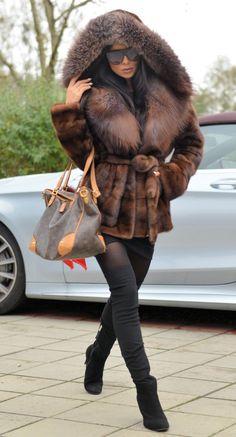 Picture 2 of 8 Fur Fashion, Fashion Outfits, Womens Fashion, Casual Fall Outfits, Winter Outfits, Vetement Fashion, Fabulous Furs, Mink Fur, Up Girl