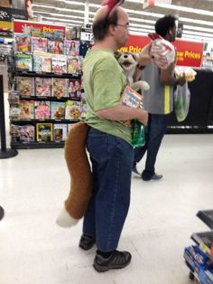 Funny Pictures Of People At Walmart! 2011 Hilarious Tight People Of Wal Mart Guy With Furry Tail Dump Day People Of Walmart 25 Scary Pics Funny Walmart Pictures, Best Funny Photos, Funny Pictures For Kids, Walmart Pics, Fail Pictures, Walmart Humor, Walmart Shoppers, Hilarious Pictures, Funny Cartoons