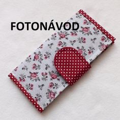 Pouch, Wallet, Textiles, Diy Clothes, Diy And Crafts, Sunglasses Case, Coin Purse, Patches, Sewing