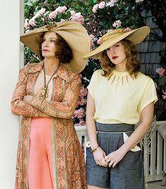 Grey Gardens, Jessica Lange (Big Edie), Drew Barrymore (Little Edie) Grey Gardens Movie, Gray Gardens, Belle Epoque, Love Fashion, Vintage Fashion, Fashion Trends, Familia Kennedy, Drew Barrymore, Movie Costumes
