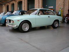 "Alfa Romeo Giulia Sprint GT ""Bertone"" Scalino (step-front) by Transaxle (alias Toprope), via Flickr"