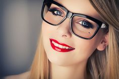 The makeup ideas for those who wear glasses | Shia Women Blog