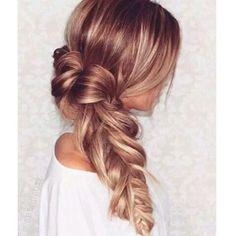 Loving this gorgeous loose fishbraid #hairstyle #fishbraid #braid #plaits #hairdo #hairinspo #weddinghair #bridalhair #weddinghair #romantichair #messyhair #hairstylist #hairdresser #beauty #longhairdontcare #fashionista #fashionblogger #fashionblog #beautyblogger