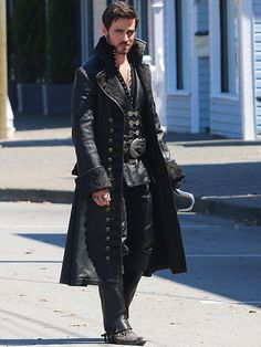 Captain Hook and Emma Get Close in Once Upon a Time Season 4 Aaaaaaaaaaaaaaaaaaaaaaaaahhhhhhhhhhh Steampunk Men, Steampunk Fashion, Crochet Et Emma, Once Upon A Time, Hook Ouat, Male Character, Mode Costume, Hook And Emma, Captain Swan