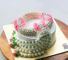 Buttercream Flowers, Buttercream Cake, 1st Birthday Decorations, Happy Birthday, Birthday Cake, Chocolate Pies, Sweet Desserts, Cake Cookies, Cake Designs