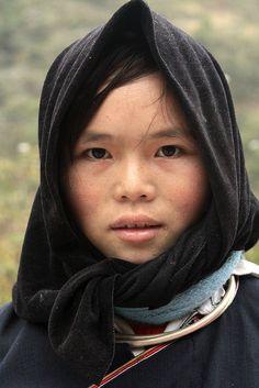 Vietnam - ethnic minorities   Nung girl   Retlaw Snellac #world #cultures