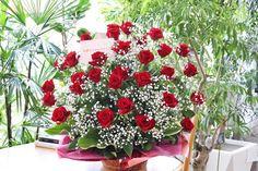 赤バラとかすみ草のみの お誕生日用アレンジメント