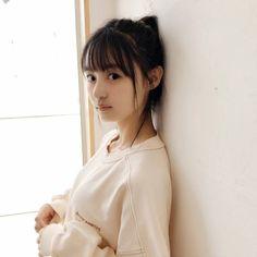 遠藤さくら、フライデーグラビアのオフショット画像&動画が可愛すぎる!乃木坂46新センターが美脚チラリ!スタイル抜群でかわいいとファン大絶賛! : もきゅ速(*´ω`*)人(´・ェ・`) Beautiful Asian Girls, Pretty Girls, Beautiful People, Saito Asuka, Drawing Body Poses, Cute Japanese Girl, Japanese Beauty, Beauty Photography, Photography Ideas
