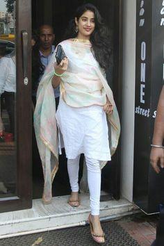 Punjabi Dress, Pakistani Dresses, Indian Dresses, Indian Look, Indian Ethnic Wear, Ethnic Outfits, Indian Outfits, Indian Bollywood, Bollywood Fashion