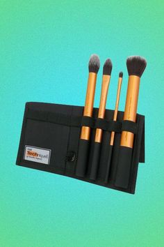The best Real Techniques brushes makeup Now the promotion, discount of $ 5 on their first purchase less than $ 40 or $ 10 on their first purchase over $ 40 with coupon iHerb OWI469 http://youtu.be/GN4old3cbs4 An amazing synthetic brush line that offers very cheap starter kits. The shadow blender is the best concealer brush on the planet.  Matthew VanLeeuwen, makeup artist to Naomi Watts. #realtechniques #realtechniquesbrushes #makeup #makeupbrushes #makeupartist #brushcleaning #brushescleaning #brushes