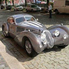 As I said, too Bad none of the Kit Car Makers today build any truly Classic Car designs like this timeless beauty...