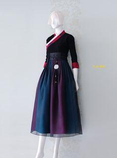 Korean Fashion – How to Dress up Korean Style – Designer Fashion Tips Korean Traditional Clothes, Traditional Fashion, Traditional Dresses, Modest Fashion, Fashion Outfits, Fashion Shoes, Korea Dress, Modern Hanbok, Country Dresses