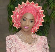 Gélé attaché foulard African wedding ~DKK- This quite lovely. I didn't know whether to put it in weddings or hats. African Dresses For Women, African Fashion Dresses, African Women, Ghanaian Fashion, African Models, African Hats, African Attire, African Head Wraps, Africa Fashion