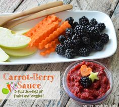 Super easy to get kids to eat their fruits and vegetables for lunch- Carrot-Berry Applesauce! #healthylunch #applesauce #homemade