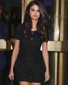 her promo looks are so beautiful - Selena Gomez Fashion, Selena Gomez Outfits, Selena Gomez Fotos, Selena Gomez Style, Selena Gomez Long Hair, Selena Gomez Makeup, Celebrity Moms, Celebrity Style, Veronica Lake