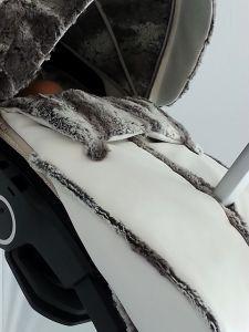Detalle capota y peto Stokke Xplory
