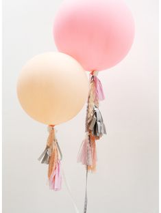 DIY: Beautiful Fringe Balloons