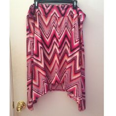 SEVEN7 pink chevron skirt Like new, perfect condition, only worn once. Geometric chevron skirt. Size 2X Seven7 Skirts