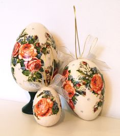 In the My Poland shop you will find new Easter sets, decorated with folk patterns from various regions of Poland. In each set there are 3 Easter eggs of various sizes. Easter Season, Egg And I, Hand Engraving, Contemporary Artists, Poland, Easter Eggs, Decoupage, Folk, Patterns