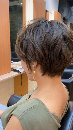 Short Thin Hair, Short Hairstyles For Thick Hair, Mom Hairstyles, Short Hair With Layers, Short Hair Cuts For Women, Hair Short Bobs, Short Wavy Pixie, Short Hair Plus Size, Short Inverted Bob